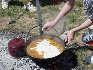Cocinando andrajos un día de campo. Fuente: propia.