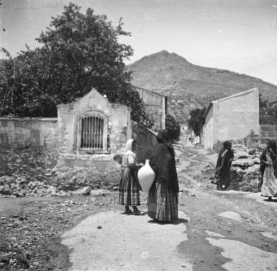 Calle Santa Ana (alta). Se inicia la construcción de algunas casas en su acera Este. Fuente: Colección Cerdá y Rico.