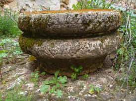 Base de una columna de caracteres corintios que se hallaba en la casa de Cerdá