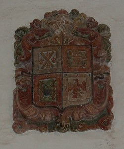 Escudo nobiliario de Palomino de Ledesma. Primera capilla del lado del evangelio de la parroquia. Fuente: propia.