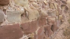 Castillo de Cabra. sillería en el arranque de la muralla Norte. Fuente: propia.