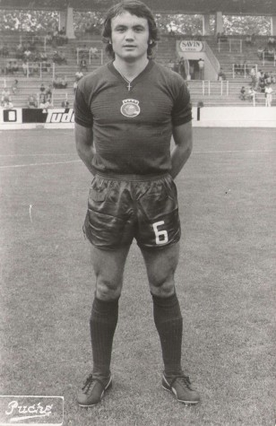 Antonio Raya Pugnaire. Club Deportivo Ensidesa (Avilés) segunda división, 1976.. Fuente: Juan A. Díaz en Revista Contraluz.