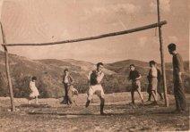 """1951.- El Once Azul se enfrenta al Ubeda Atlético. Fuente: """"Fotos para el Recuerdo"""" grupo local en Facebook de fotos antiguas de Cabra del Santo Cristo."""
