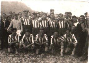 """El Once Azul en 1957. Fuente: """"Fotos para el Recuerdo"""" grupo local en Facebook de fotos antiguas de Cabra del Santo Cristo."""