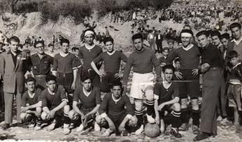 """El Once Azul durante la década de los cincuenta. Fuente: """"Fotos para el Recuerdo"""" grupo local en Facebook de fotos antiguas de Cabra del Santo Cristo."""
