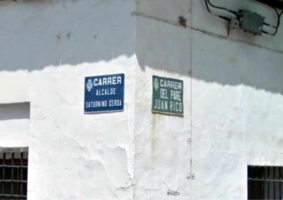 Imagen que contiene edificio, nieve, calle, blanco  Descripción generada automáticamente